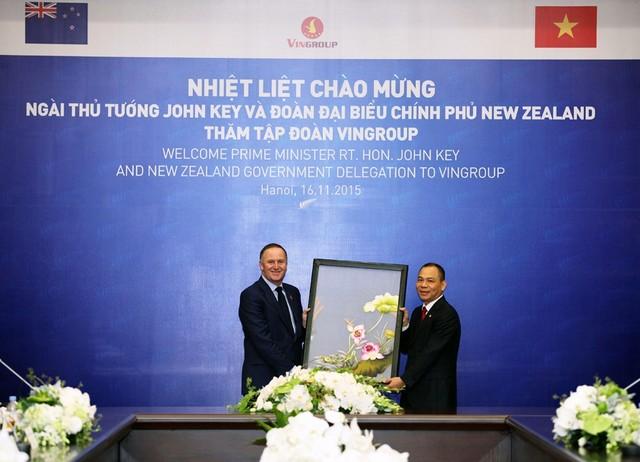 thu-tuong-new-zealand-tham-va-lam-viec-tai-tap-doan-vingroup