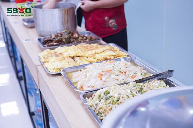 Địa Ốc 5 Sao – gia vị yêu thương đong đầy trong bữa ăn trưa